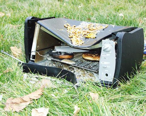 http://skiingismylife.com/summit2002/toaster-oven-rip.jpg